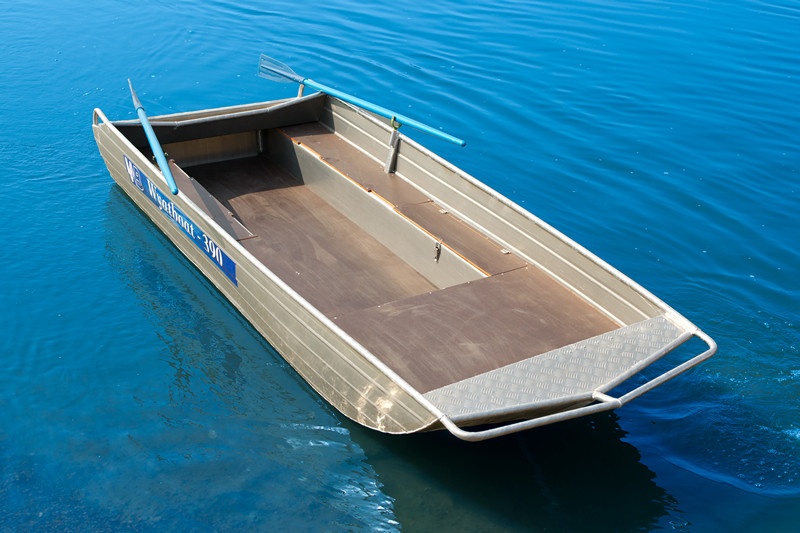 купить плоскодонную пластиковую лодку