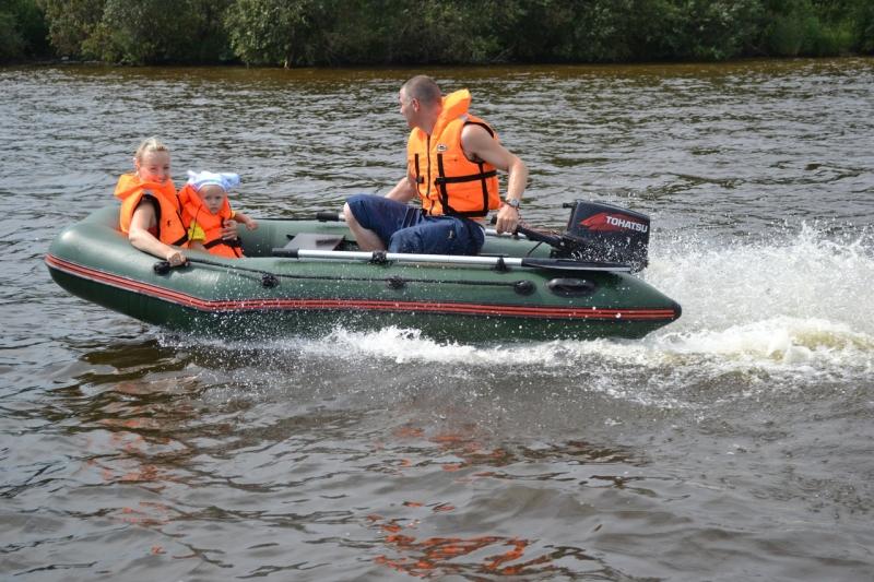 моторная надувная лодка и мотор