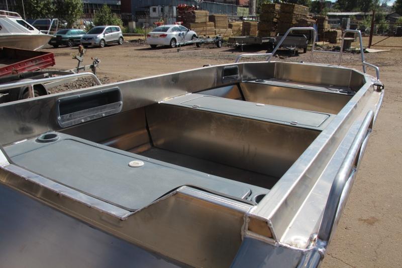 лодка с алюминиевыми бортами