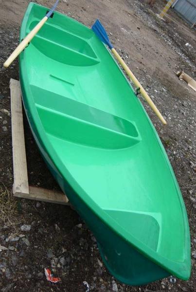 стеклопластиковая гребная лодка дельфин