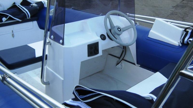 консоль из пластика для лодки